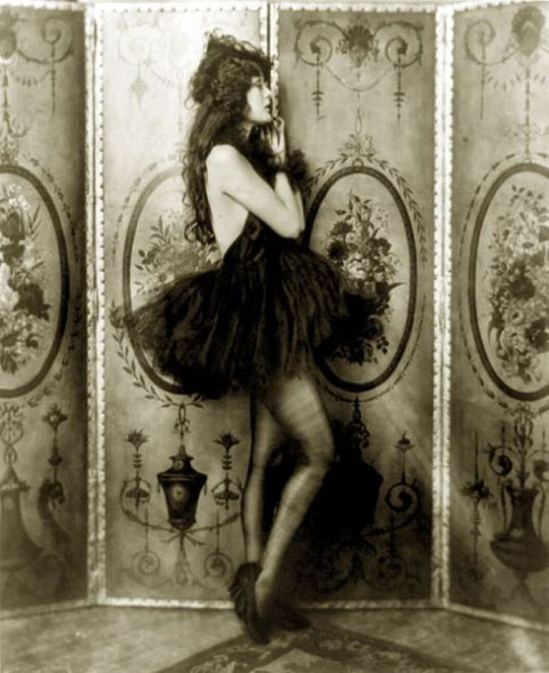 Alfred Cheney Johnston. Dolores Costello 1923. Ziegfeld girl Via wiki
