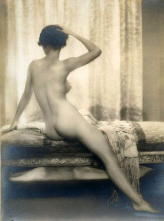 Dorothy Wilding. Matin (nu de dos), années 1930 Via piasaauctions