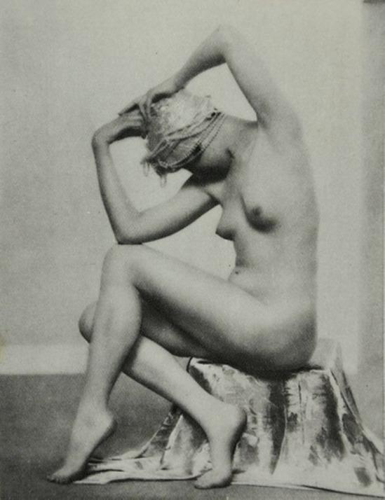 Dorothy Wilding. Nu au turban années 1920 Via studioplus