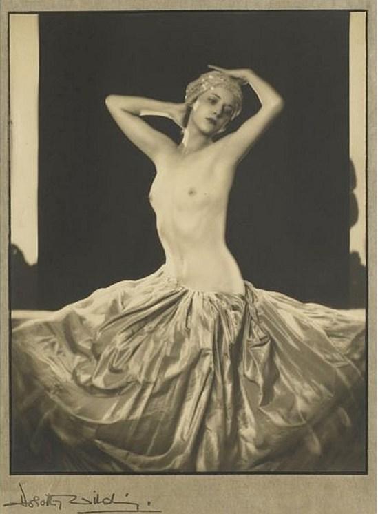 Dorothy Wilding.  Rhoda Beasley 1932 Via artfact.com