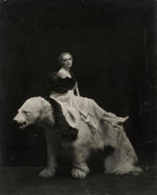 Emilio Sommariva. Femme à l'ours, années 1920 Via drouot
