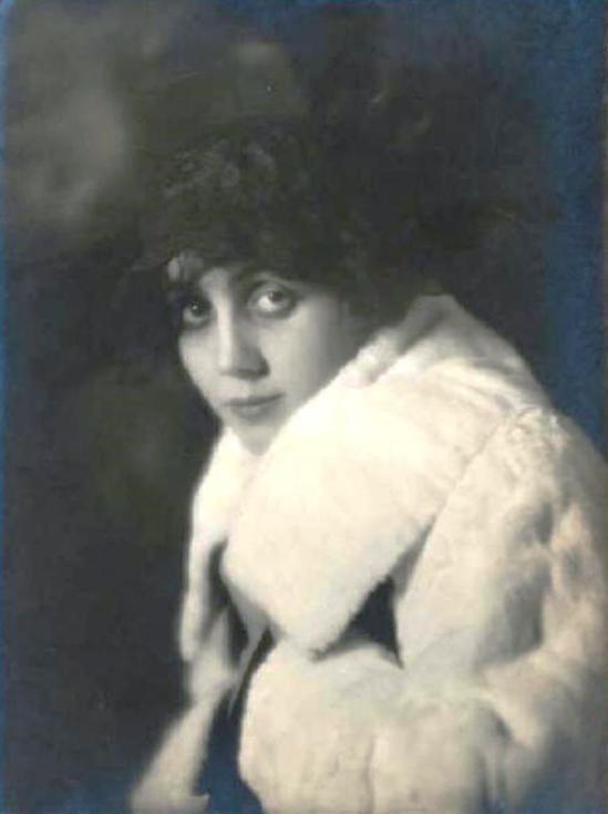 Emilio Sommariva. Lina Millefleurs  1917 Via lombardiabenicultura