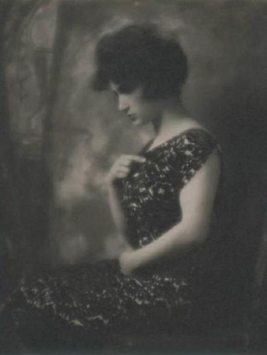 Emilio Sommariva. Portrait de femme 1920-1924 Via lombardiabenicultura