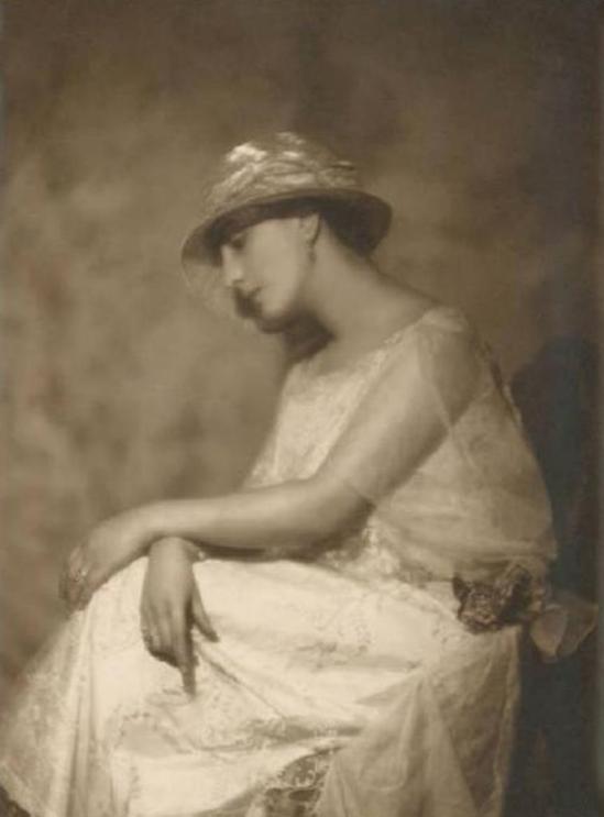 Emilio Sommariva2. Anna Acierno Bondi 1922 Via lombardiabenicultura