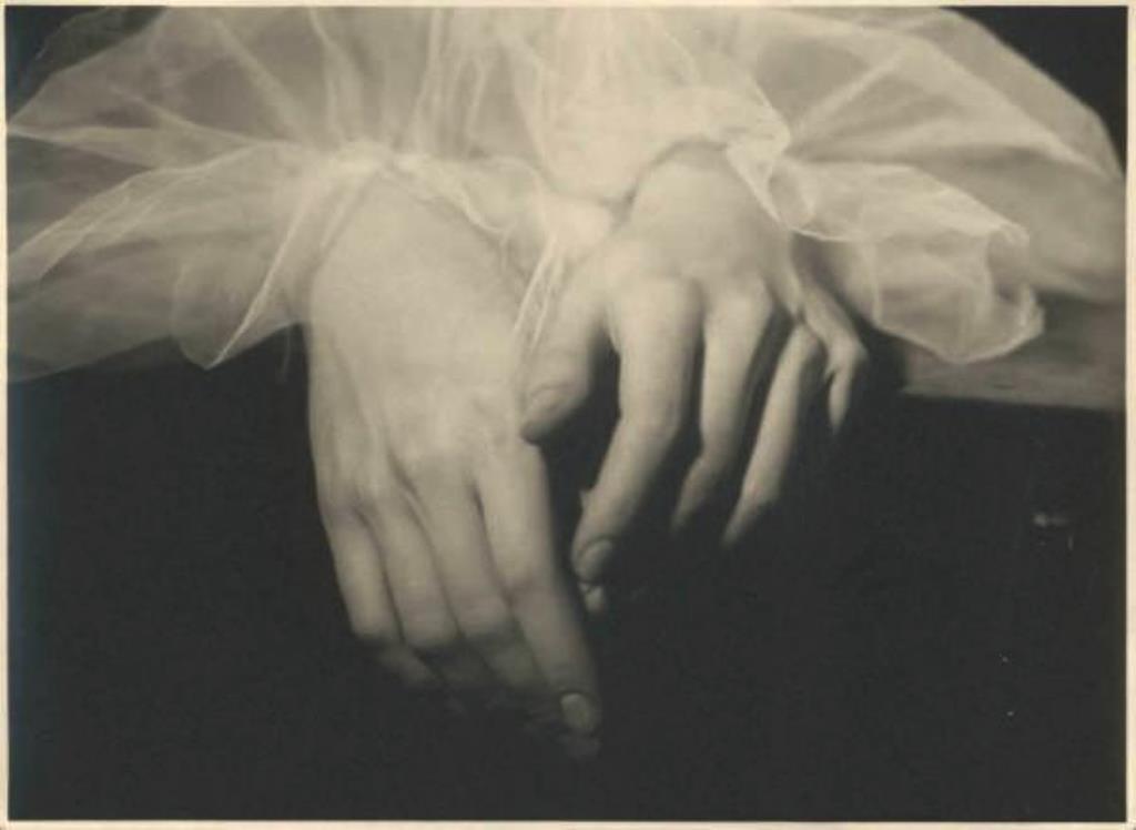 Emilio Sommariva2. Mains d'Anna Penagini 1935 Via lombardiabenicultura