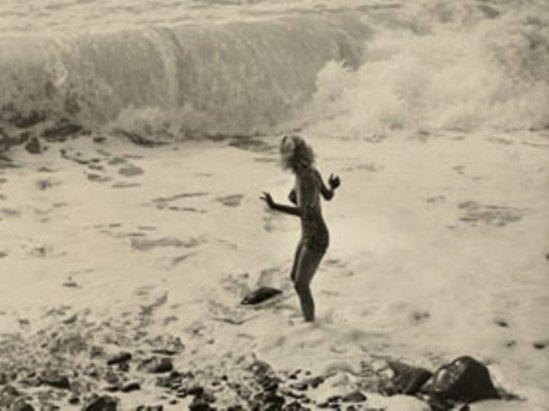 Horace Roye. Femme dans les vagues 1950 Via photomemory