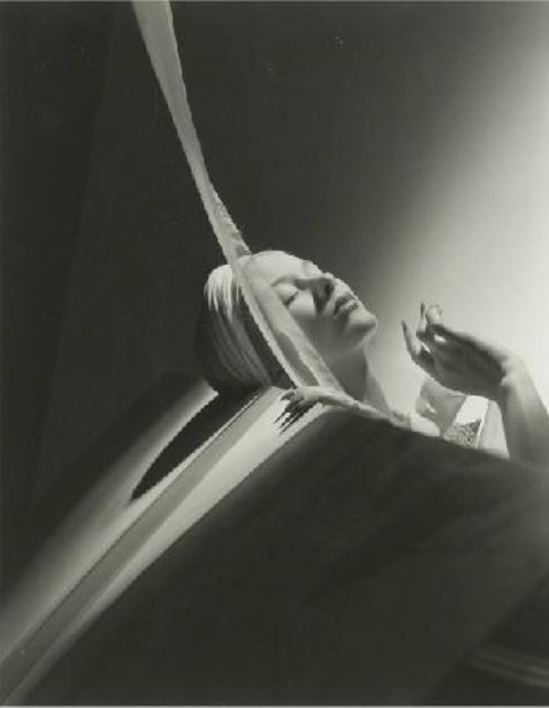 Horst P. Horst. Lisa with turban 1940 Via drouot