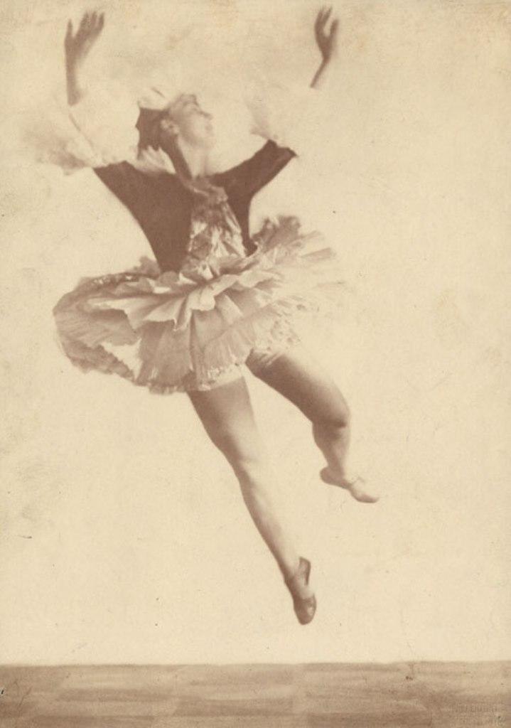 Hugo Erfurth.  The dancer Lina Gesyer . 1919 Via liveauctioneers