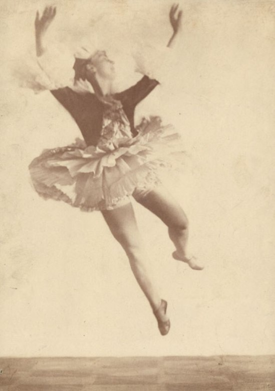 Hugo Erfurth.  The dancer Lina Gesyer . 1919 Via liveauctioneers