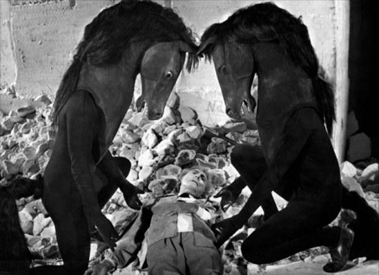 Jean Cocteau dans Le testament d'Orphée 1959 Via getty-edu