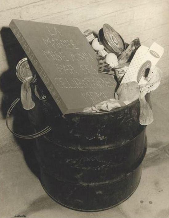Leo Dohmen. La mariée mise à la poubelle par ses célbataires. Même hommage à Marcel Huct