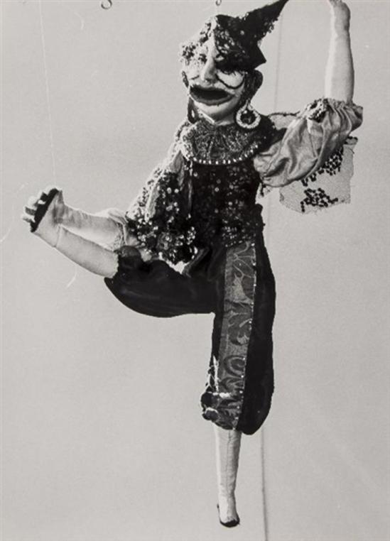 Lucien Clergue. Poupée de Martha Kuhn-Weber 1964 Via mutualart