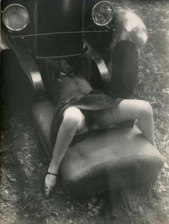 Monsieur X. Femme et voiture 1930. Via interencheres