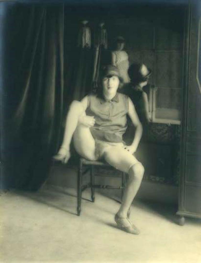 Monsieur X. Fille de maison close au miroir vers 1930 Via drouot