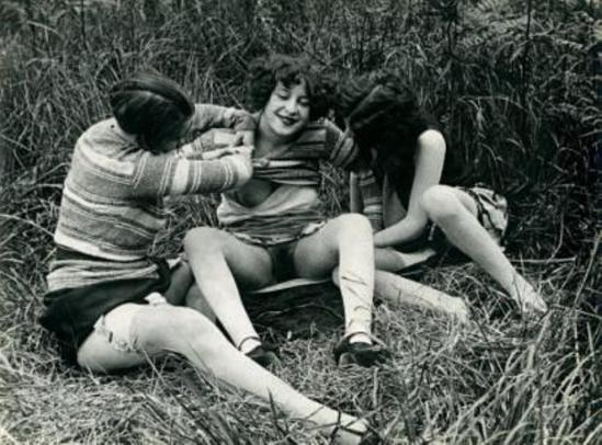 Monsieur X. Trois filles de maisons closes  vers 1930 Via drouot