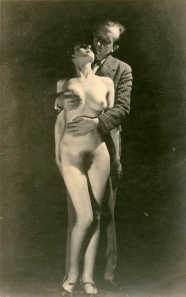 Photographe inconnu.  Paul Eluard enlacant une femme nue 1942 Via drouot