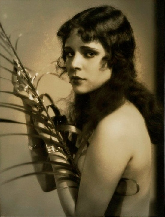 Ruth Harriet Louise. Dorothy Janis 1930 Via wiki