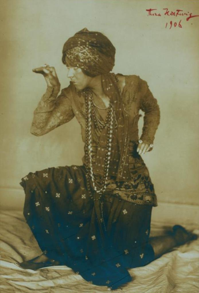Aura Hartwig. Ruth St. Denis in The Cobras. (1906)  Via nypl