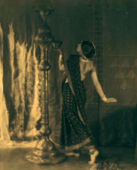 Baron Adolph de Meyer. Ruth St. Denis in the Dance of the Black and Gold Sari from Bakawali. (1913) Via nypl