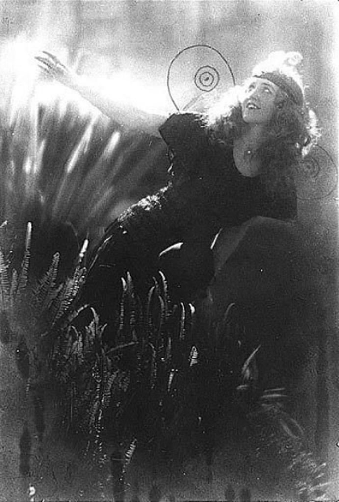 Edward Weston. Selected portraitsof Violet Romer. Via mutualart