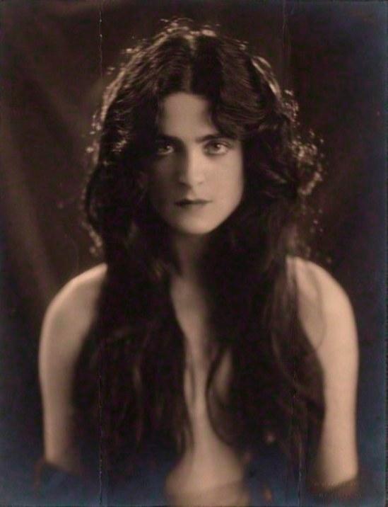 Bertram Park. Harriet Cohen 1920 Via npg