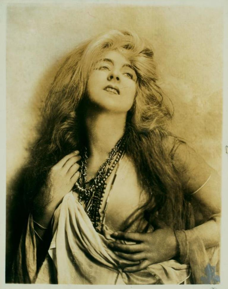 Ira Lawrence. Ruth St Denis in Spirit of the Sea.1 (1922) Via nypl