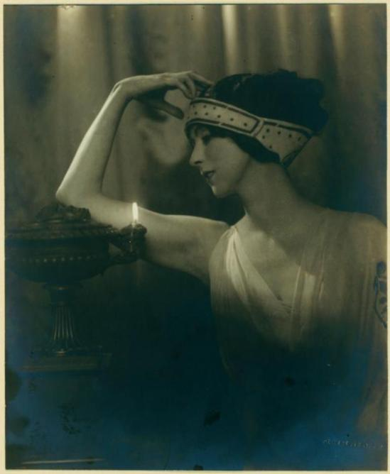 Jean de Strelecki. Ruth St Denis in Greek Veil Plastique. (1922) Via nypl