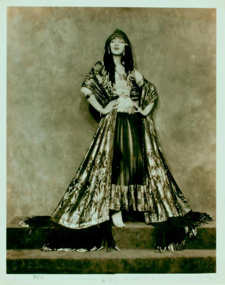 Nickolas Muray. Ruth St. Denis in Dancer from the Court of King Ahasuerus. (1922-1923 Via nypl