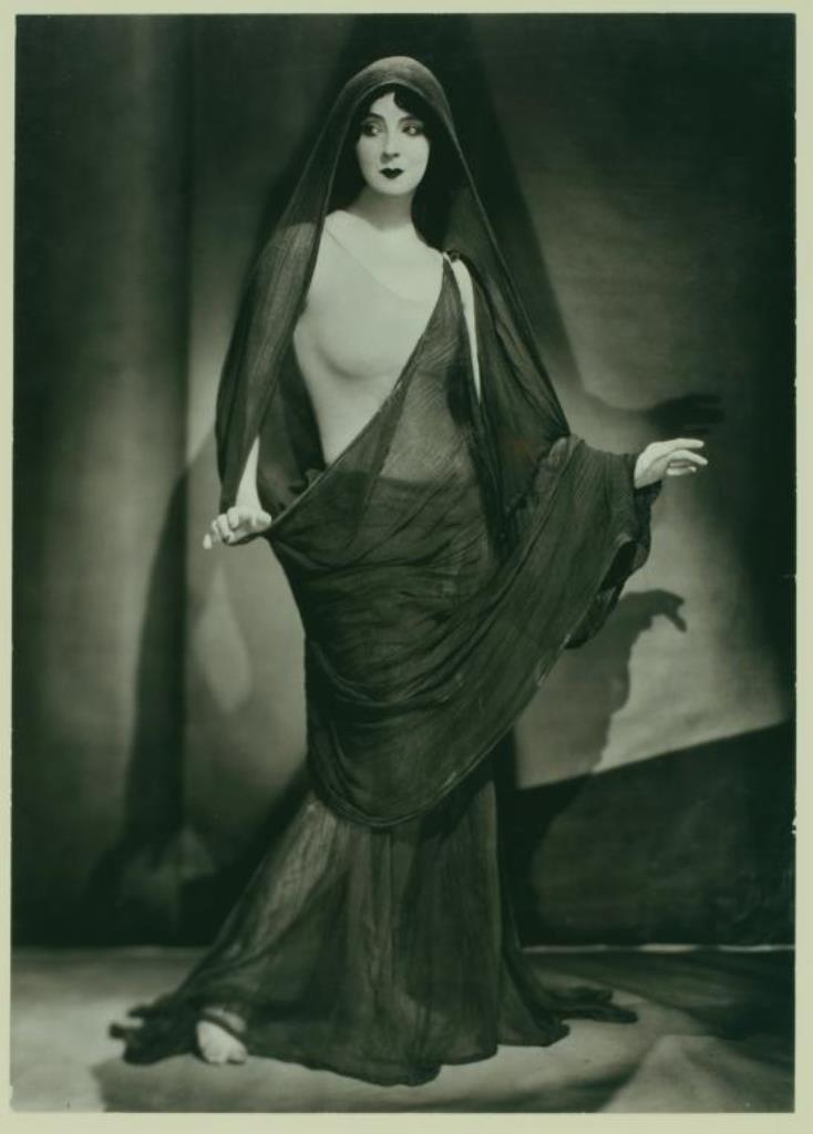Nickolas Muray.Ruth St. Denis, long fabric draped around one shoulder and over her head. (ca. 1923) Via nypl