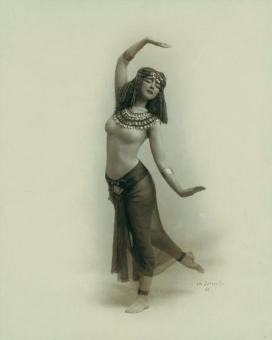 Otto Sarony. Ruth St. Denis in Egypta. (1910)  Via nypl