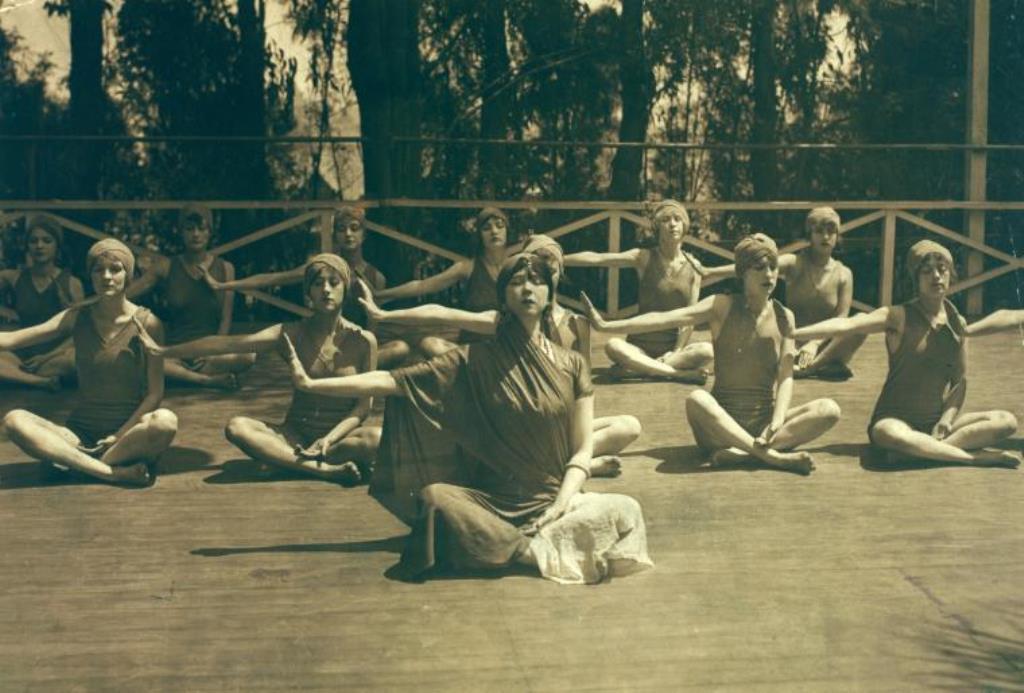 Ruth St. Denis and Denishawn dancers in Yoga meditation. (1915) Via nypl