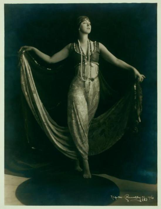 Ruth St Denis in costume, no specific dance. (1916) Via nypl