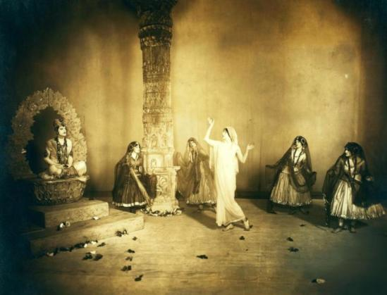White Studio. Ruth St. Denis and company in Bakawali. (1913) Via nypl