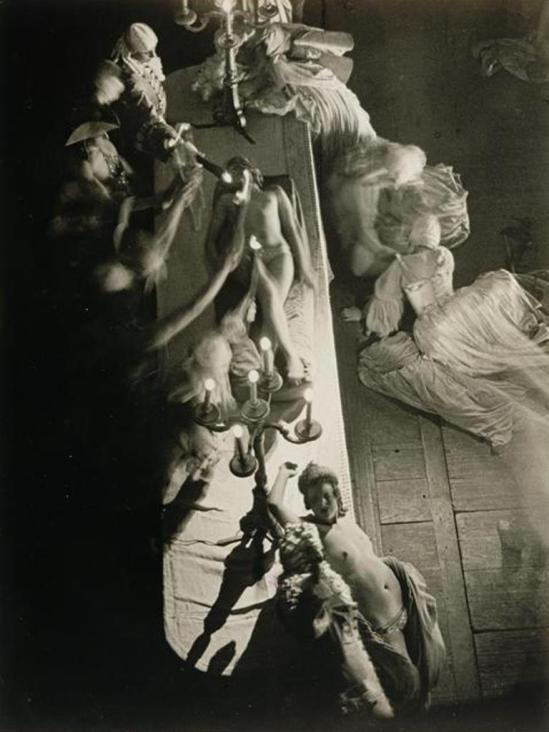 Brassaï. Folies Bergères vers 1930-1932 Via RMN