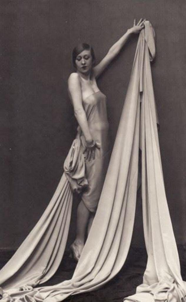Femme drapée 1925 Via argentic-photo