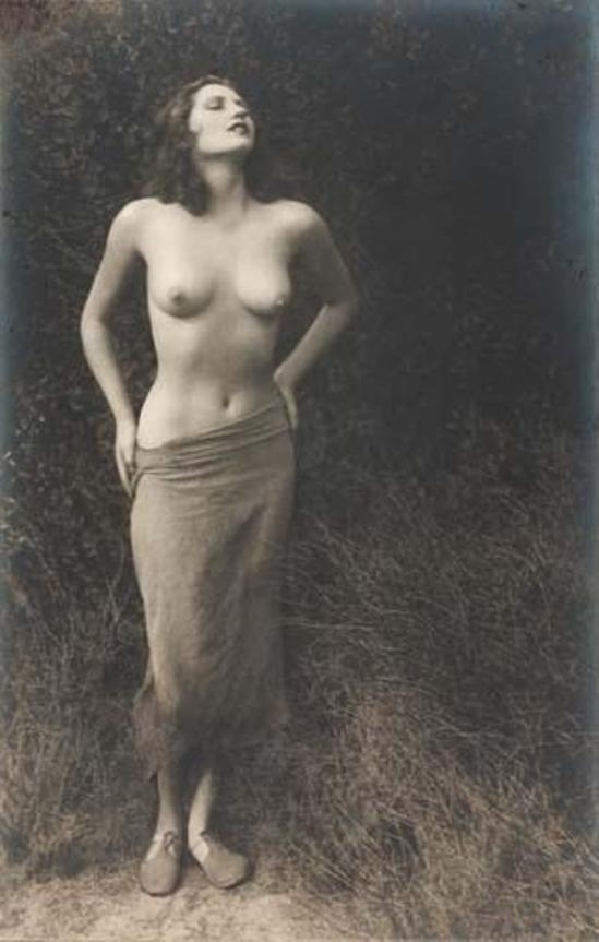 William Mortensen. Myrdrith 1931 Via mutualart