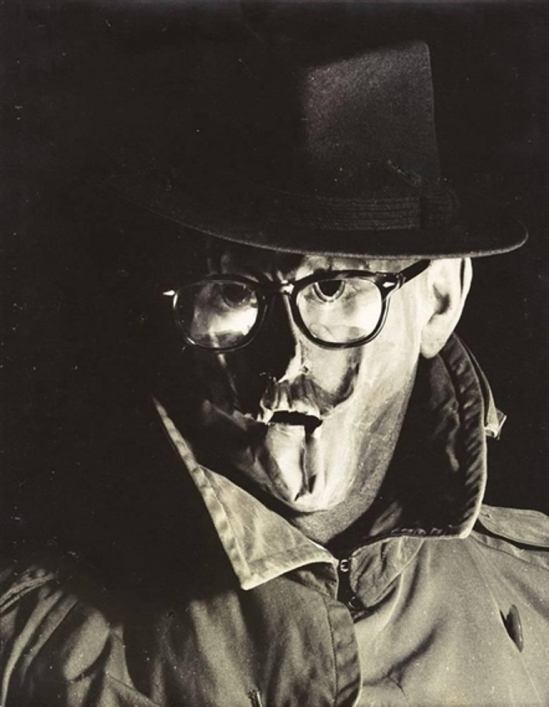 Erwin Blumenfeld. Masque (autoportrait) 1958 Via mutualart