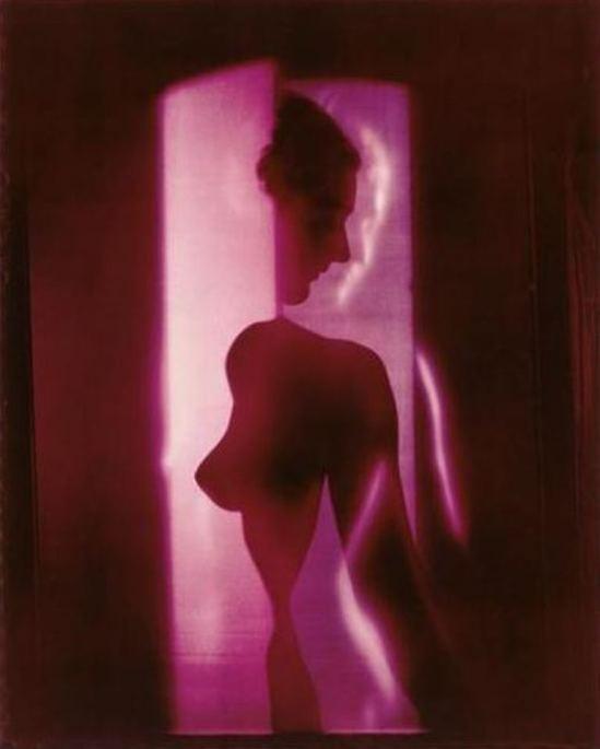 Erwin Blumenfeld. Nu cubiste violet 1949 Via RMN
