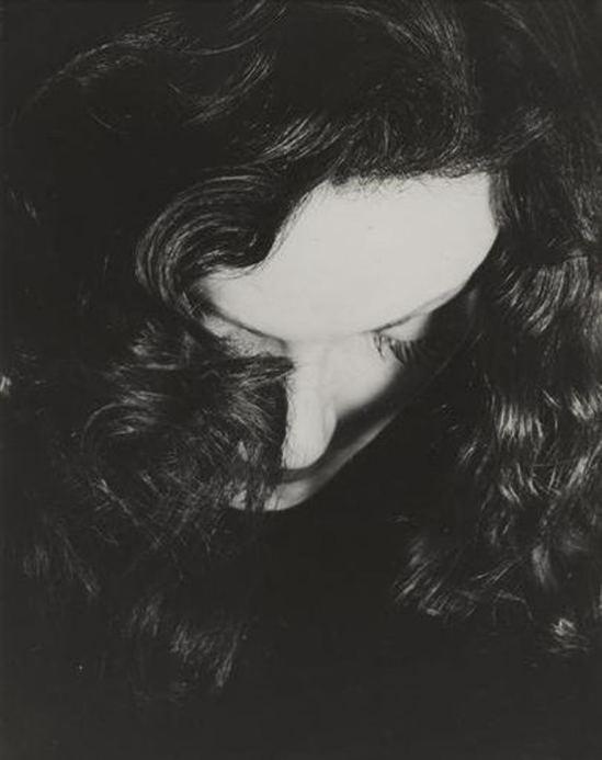 Erwin Blumenfeld. Portrait de Manina Jouffroy vers 1936 Via RMN