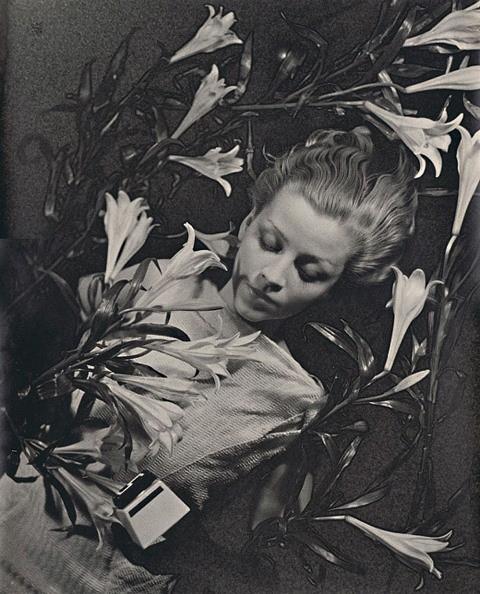 Ilse Bing. Salut de Schiaparelli 1934. Via LJP