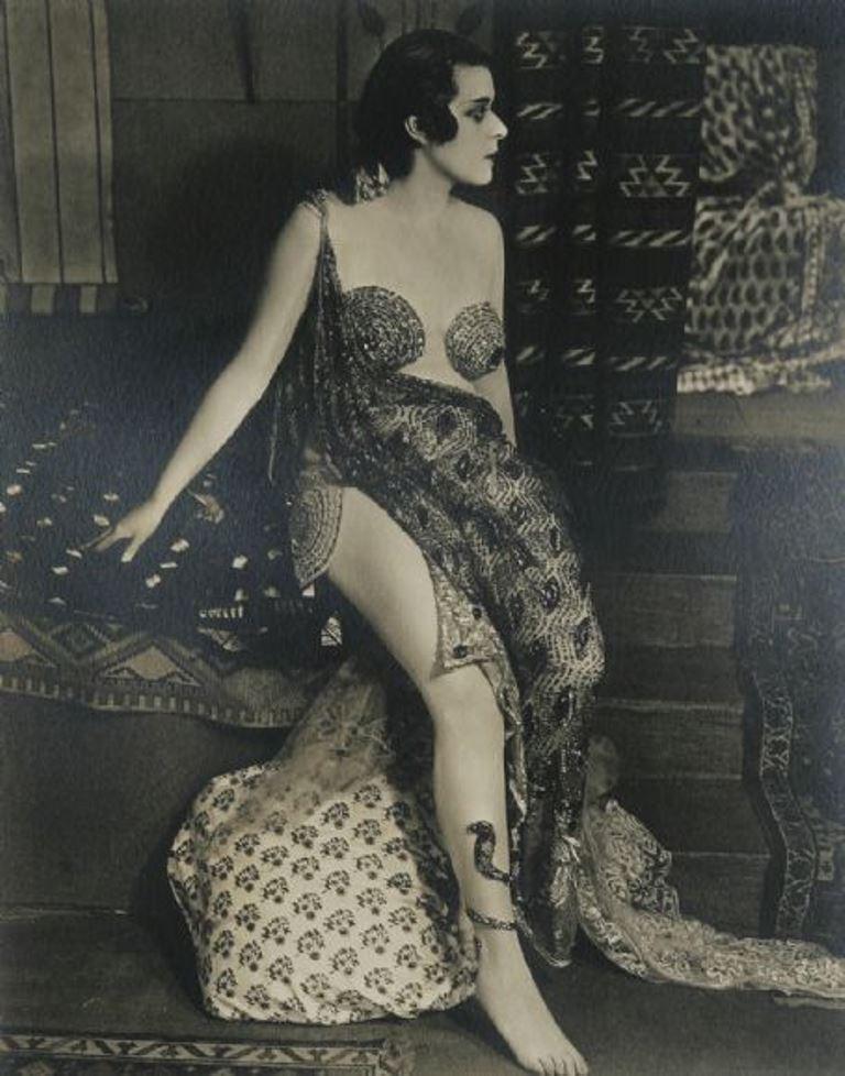 "Theda Bara in ""Cleopatra"" 1917  Via fanpix"