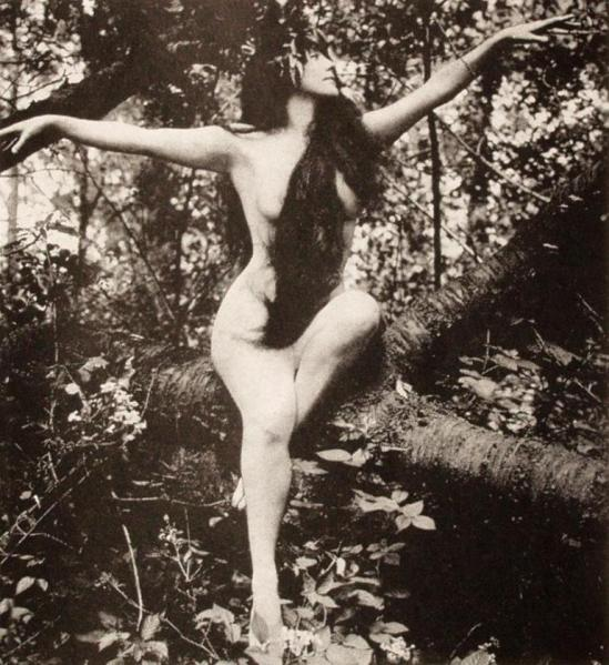 Annette Kellerman in A daughter of the gods 1916 Via wiki