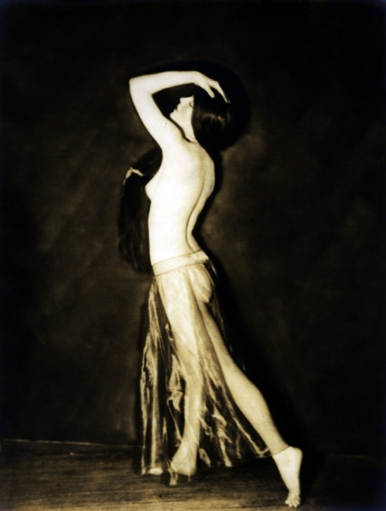 Alfred Cheney Johnston. Evan Burroughs Fontaine 1920 Via historicalzg