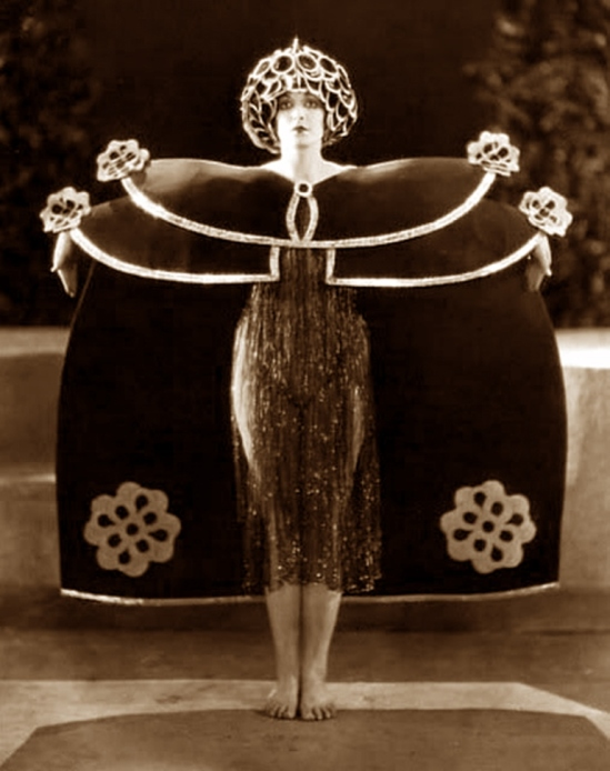 Alla Nazimova in Salomé 1923 directed by Charles Bryant