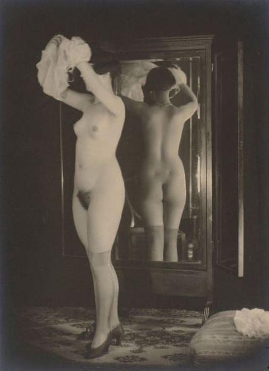 Anonyme (attribué à Grundworth). Femme au miroir vers 1930 Via drouot