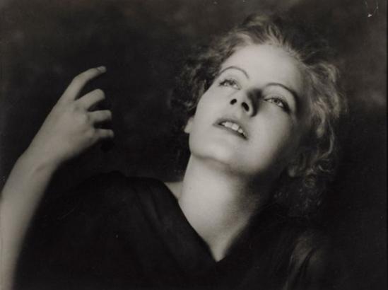 Arnold Genthe. Greta Garbo vers 1925 Via mutualart