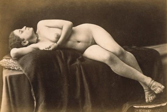 E.Aubin. Nu années 1880 Via wikibooks