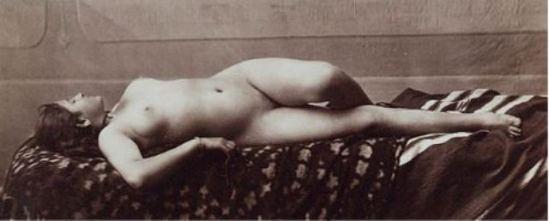 E.Aubin. Nu féminin allongée 1880 Via yannlemouel.com