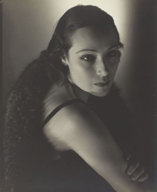 Edward Steichen. Dolores del Rio 1923-1934 Via artic.edu