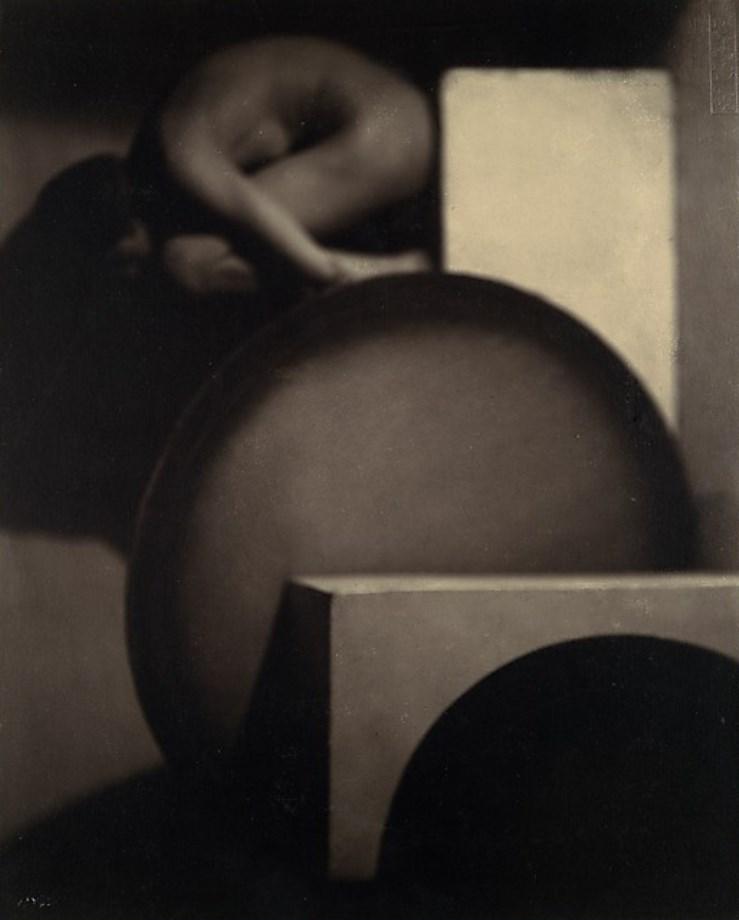 Frantisek Drtikol. The composition 1927 Via metmuseum